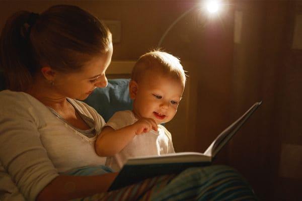 0歳赤ちゃんとお母さんの絵本タイム