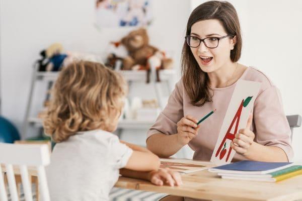 親が英語を話せると障害となる英語育児の要素